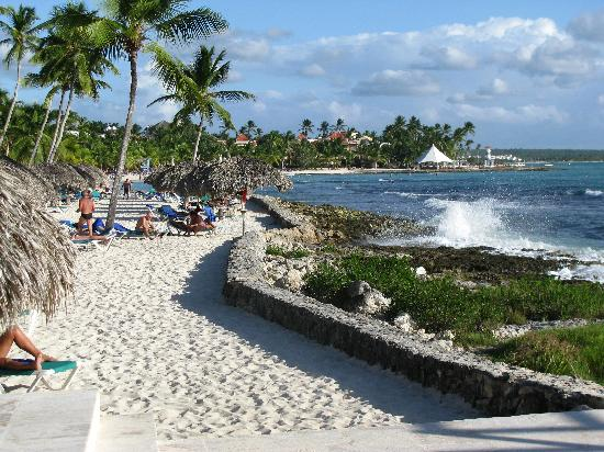 """Viva Wyndham Dominicus Beach: Going back to the beach after having lunch at the """"La Rocca"""" restaurant"""