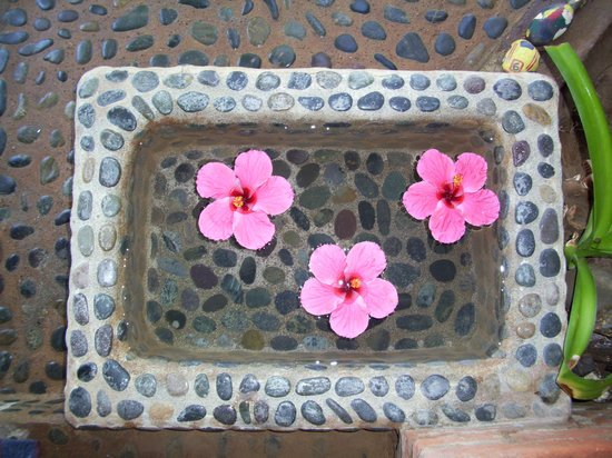 Casa Ki: one of the footbaths - fresh water and fresh flowers, every day