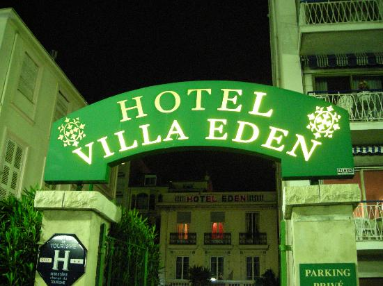 Hotel Villa Eden: Outdoor sign at night