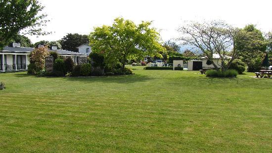 Equestrian Lodge Motel : Garden