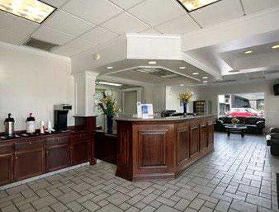 Econo Lodge Inn & Suites Central : Medford Inn Front Desk