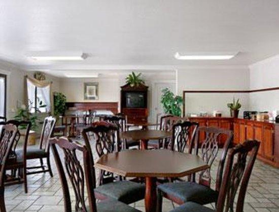 Econo Lodge Inn & Suites Central : Medford Inn Breakfast Room
