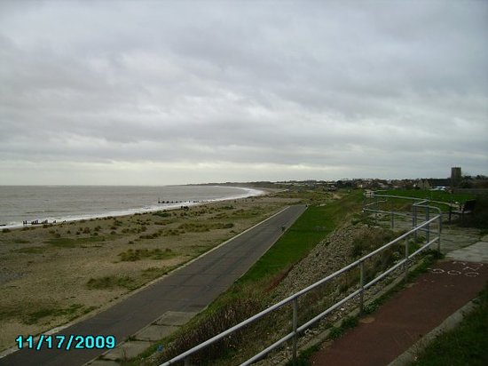 Lowestoft, UK : the beach outside the Jolly Sailor pub in Lowestoff