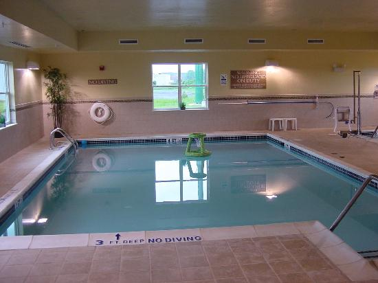 ‪كنتري إن آند سويتس باي كارلسون كارليسل: Country Inn & Suites Carlisle Heated Indoor Pool‬