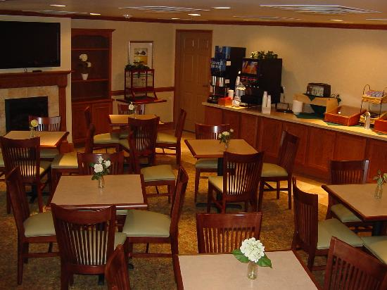 Country Inn & Suites By Carlson, Carlisle: Country Inn & Suites Carlisle Breakfast Lobby
