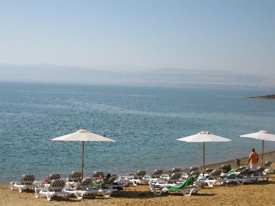 Holiday Inn Resort Dead Sea: beach area