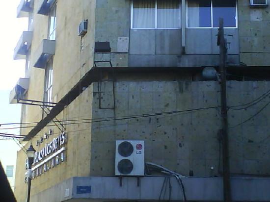 Plaza Los Reyes: costado