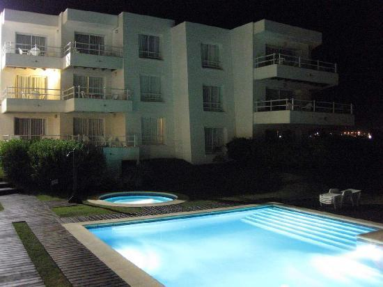 Las Olas Resort Hotel Punta Del Este: Pool - Nighttime