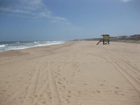 Las Olas Resort Hotel Punta Del Este: Deserted Hotel Beach