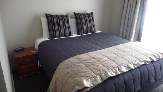 Lake Wanaka Lodge: Very comfortable bedroom