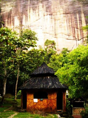 Bukittinggi, Indonesia: The cabin for lodge crew to relax and have their meals at LEMBAH HARAU.