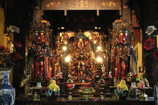 Ambassador's Pagoda (Chua Quan Su): pagoda
