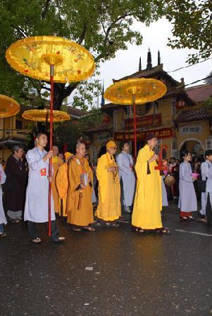 Ambassador's Pagoda (Chua Quan Su): inside 4