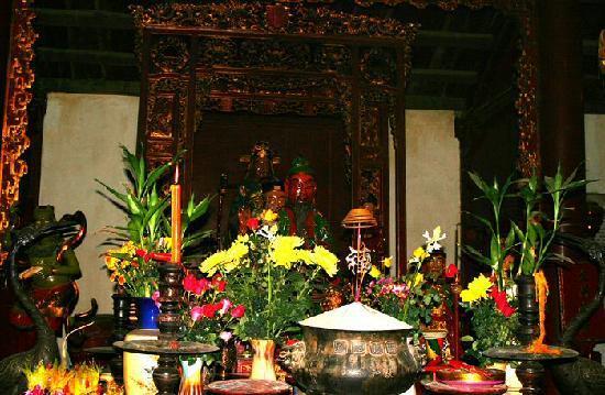 Ambassador's Pagoda (Chua Quan Su): 12