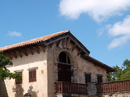 Altos de Chavon: I loved this old buiding...