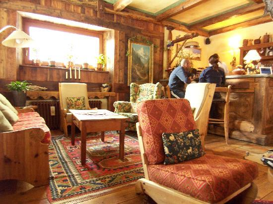 Hall bar picture of hotel mignon breuil cervinia for Hotel meuble gorret