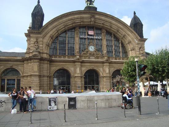 Hotel Monopol: The lovely railway station