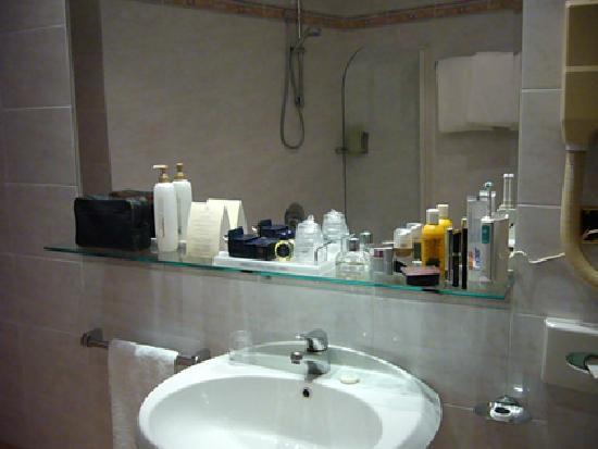 مارسيلا رويال هوتل: Hab 510  espejo lavabo