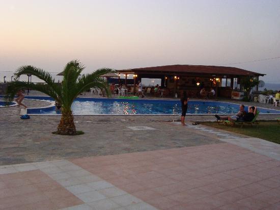 Hotel Oceanis: piscina e bar