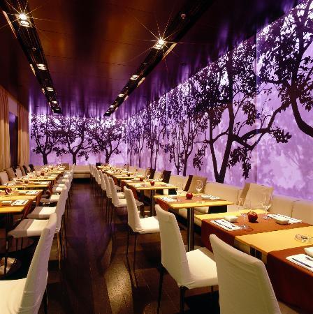 Apple Bar and Restaurant: The restaurant