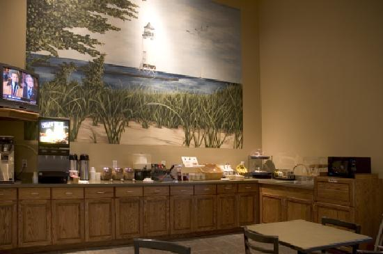 AmericInn Lodge & Suites Charlevoix: Eat our large free breakfast here...