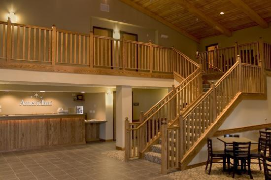AmericInn Lodge & Suites Charlevoix: Lobby area