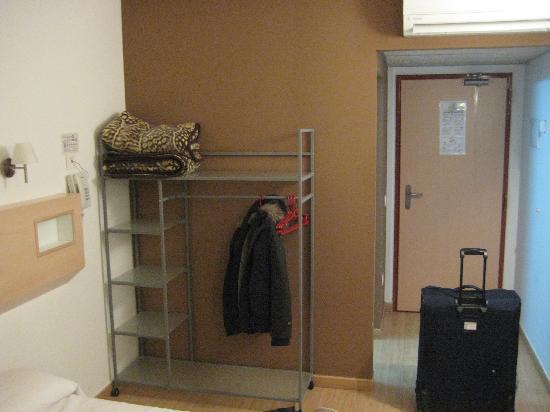 Hostal Sant Bernat: armario