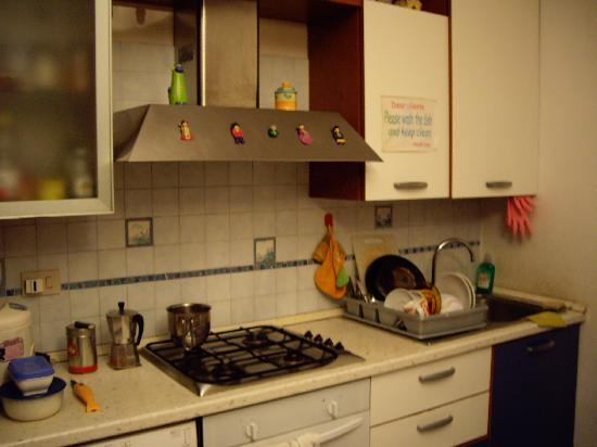 Caterina House: Kitchen