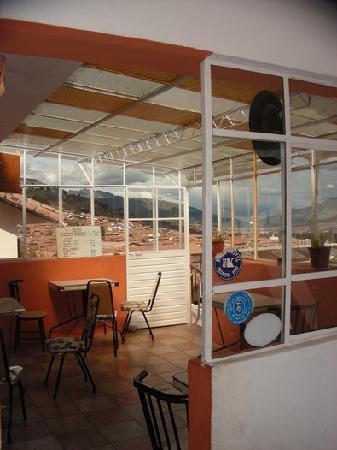 Hostal Resbalosa: Bar next to the terrace