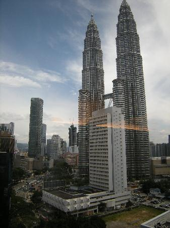 Hotel Maya Kuala Lumpur : The view through the window.