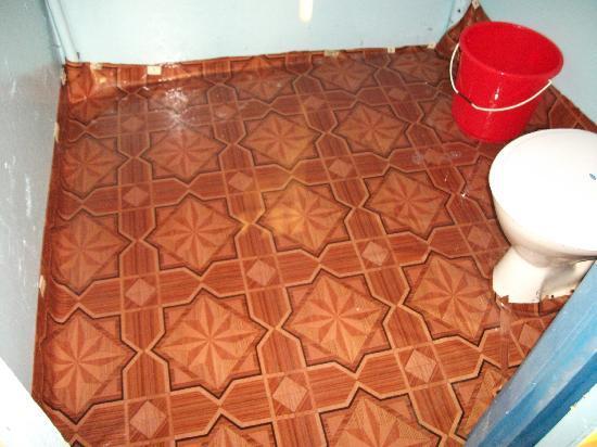 Om Shanti: Bathroom floor