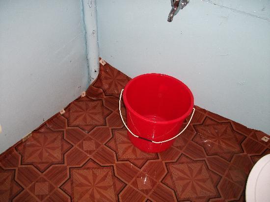 Om Shanti: Bathroom