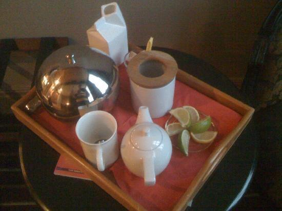 Velvet: Tea on the room