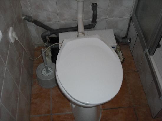 Carmen Mini Hotel : the bathroom, unbelievable