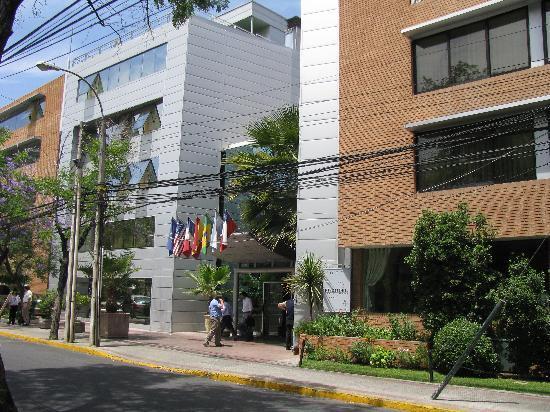 Eurotel: Vista do hotel pela rua Guardia Vieja