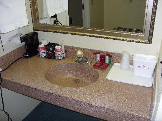 Ramada Raleigh: Sink in bathroom