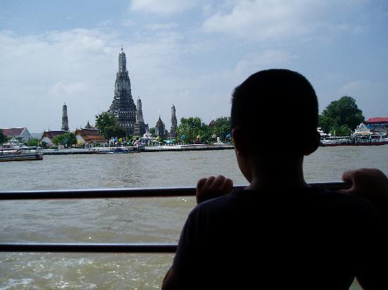 Royal Hotel Bangkok: とても混んでいました。