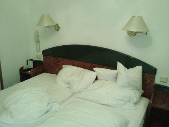 Pension Domizil: Tiny beds