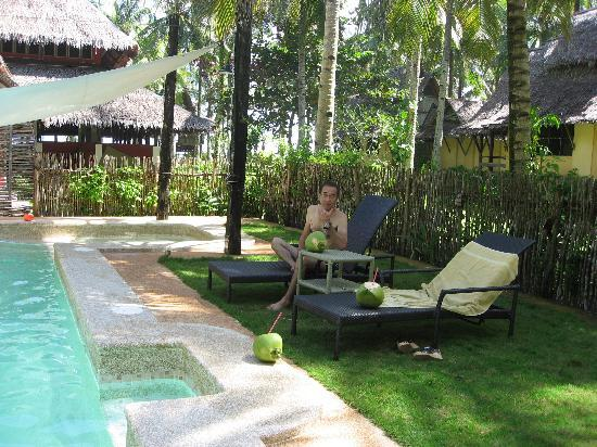 Sagana Resort: プールサイド
