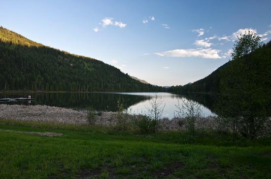 Alpine Meadows Resort : Lakeside in the resort