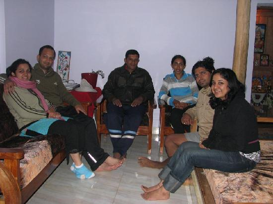 Srimangala, Indien: Group pic (me & archana, Suju & his wife, Dev & Ritika)