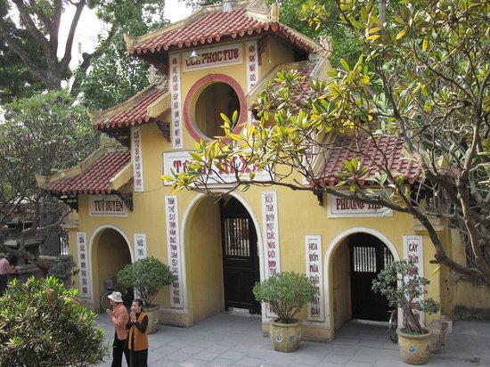 Ambassador's Pagoda (Chua Quan Su) : Quan su