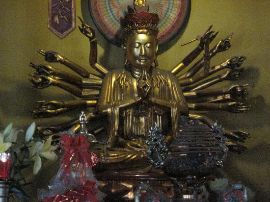 Ambassador's Pagoda (Chua Quan Su): quan su