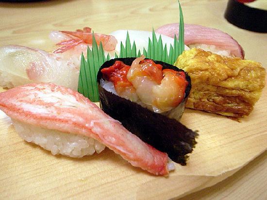 Nanao, Japan: 近所の寿司屋で能登の幸
