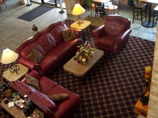 Baymont Inn & Suites Lakeville: Lobby Area