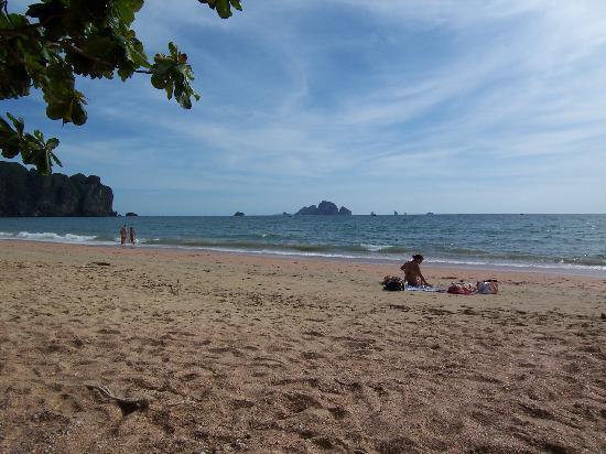 Phra Nang Inn: Strand vor dem Hotel