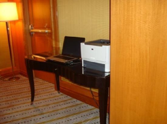 The Ritz-Carlton New York, Battery Park: PC Access on Concierge Floor