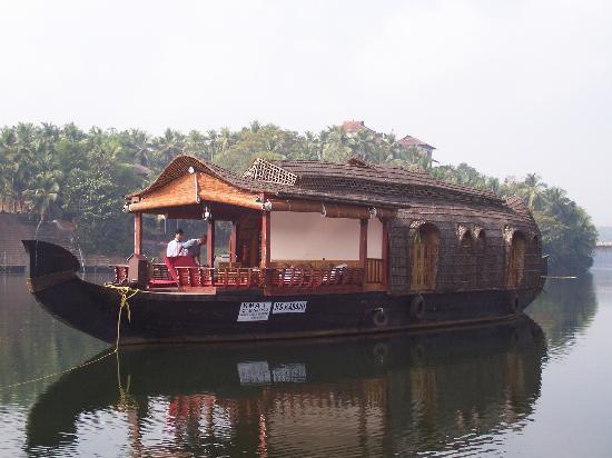 The Raviz Resort & Spa, Kadavu: Kadavu Resort Houseboat