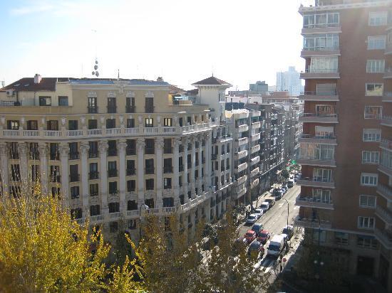 Leonardo Hotel Madrid City Center: panorama dalla camera (num 816, ottavo piano)