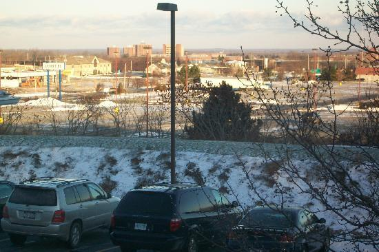 Dollinger's Inn & Suites: view..SUNY Brockport dorms in the background